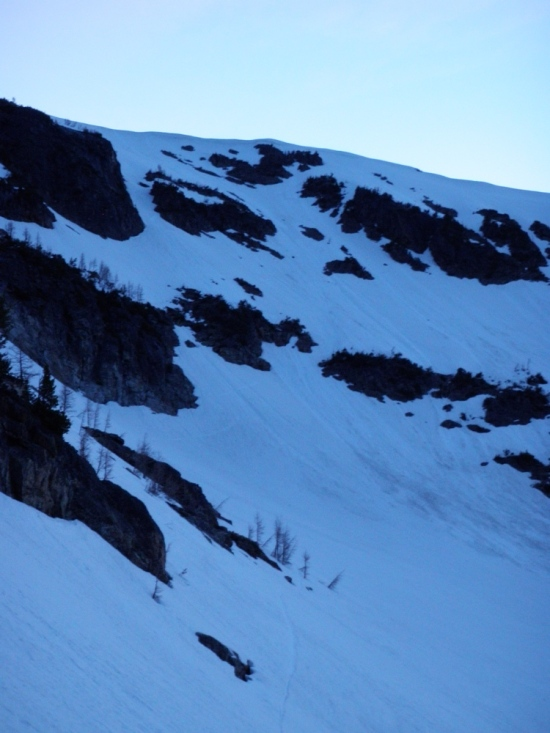 Skiing after sunset with a sleeping bag in the pack makes for a cozy feeling!